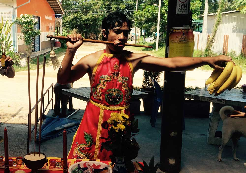 Mah Song visits dwellings in Khuk Khak