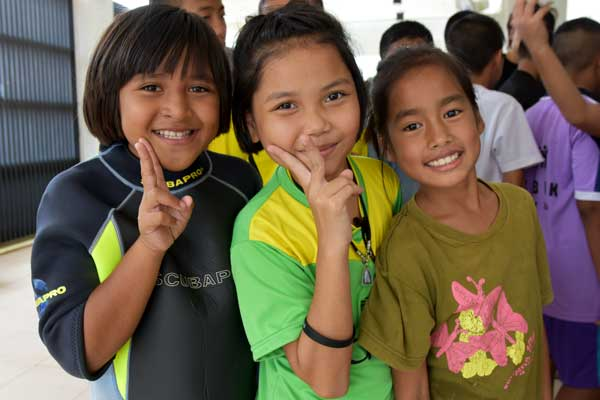 Happy students at the Earthraging program in Khao Lak
