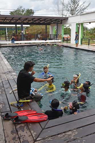 Water-safe skills taught by Earthraging at the Andaman Sweetlips Dive Academy in Khao Lak