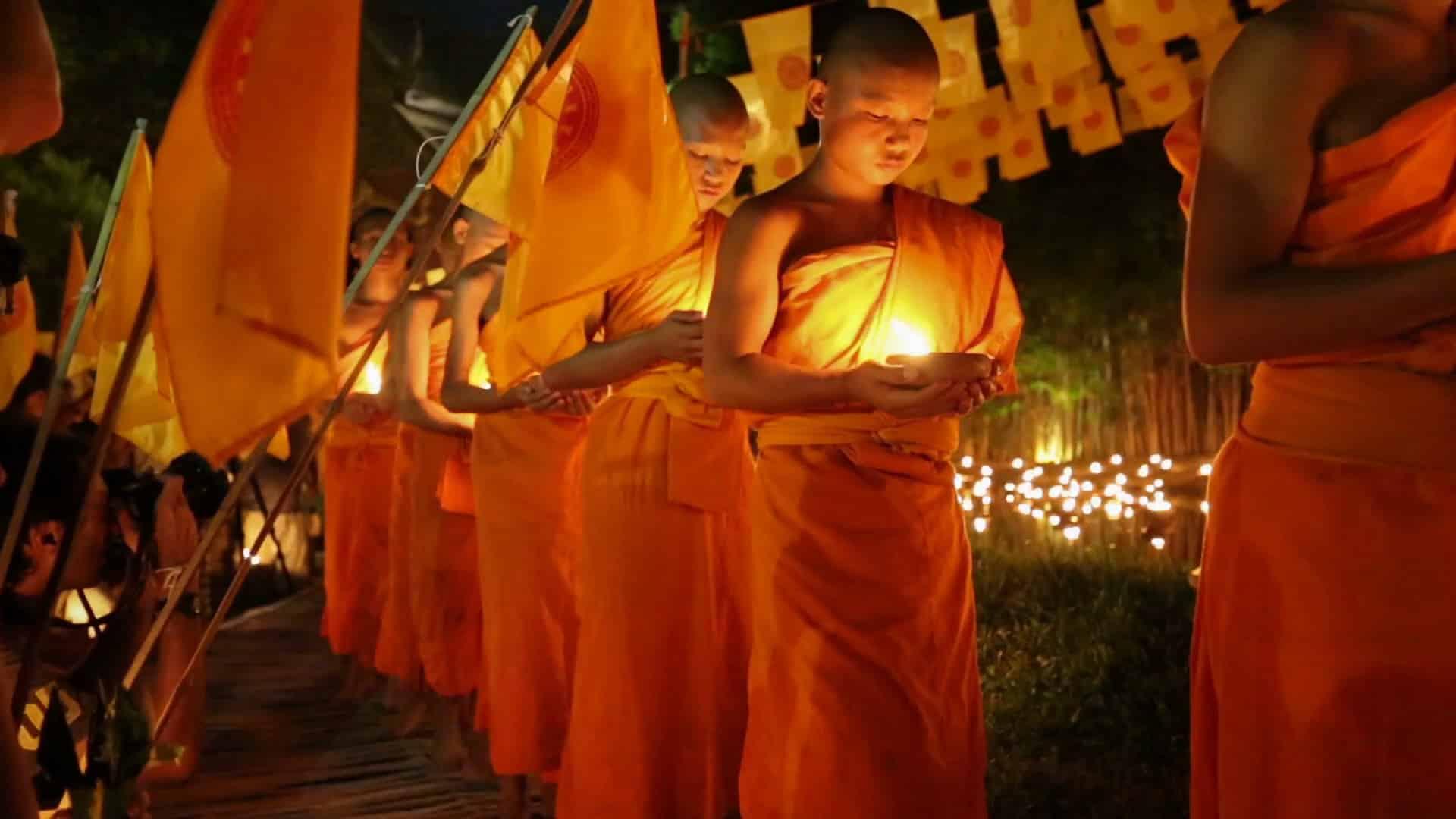 Young monks at Asahna Bucha